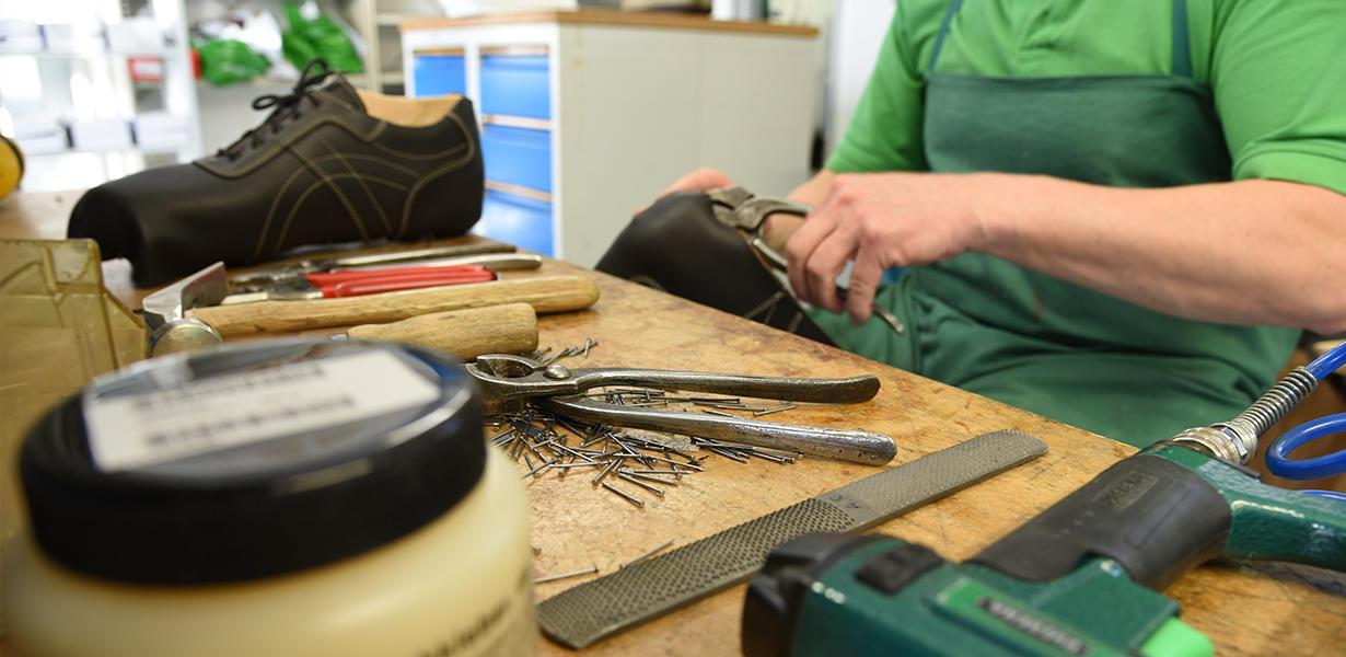 Werkstatt- Schuhe produzieren